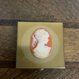 # 1096 Vintage Cameo Travel pill box.